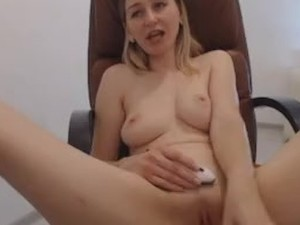 girl masterbates and squirts pussy with big lips