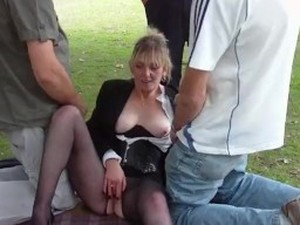 Mature milf dogging